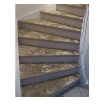 Gelijmde vloerbedekking van trap verwijderen